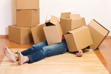 4762000_l-man-covered-by-lots-of-cardboard-boxes-moving-concept-810x540